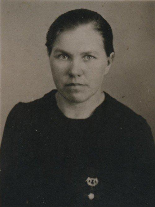 Jevdokia år 1941 Bär medalj krigsänkemedalj