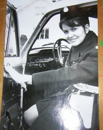 Marjatta Titoff rattar polisens Volvo Duett år 1970