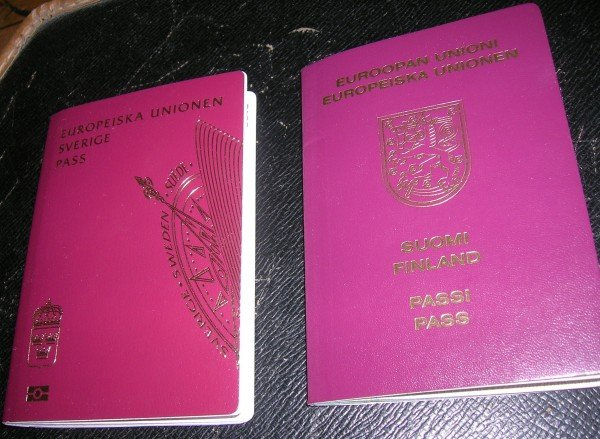 Marjatta Titoffs två pass, svenskt och finskt