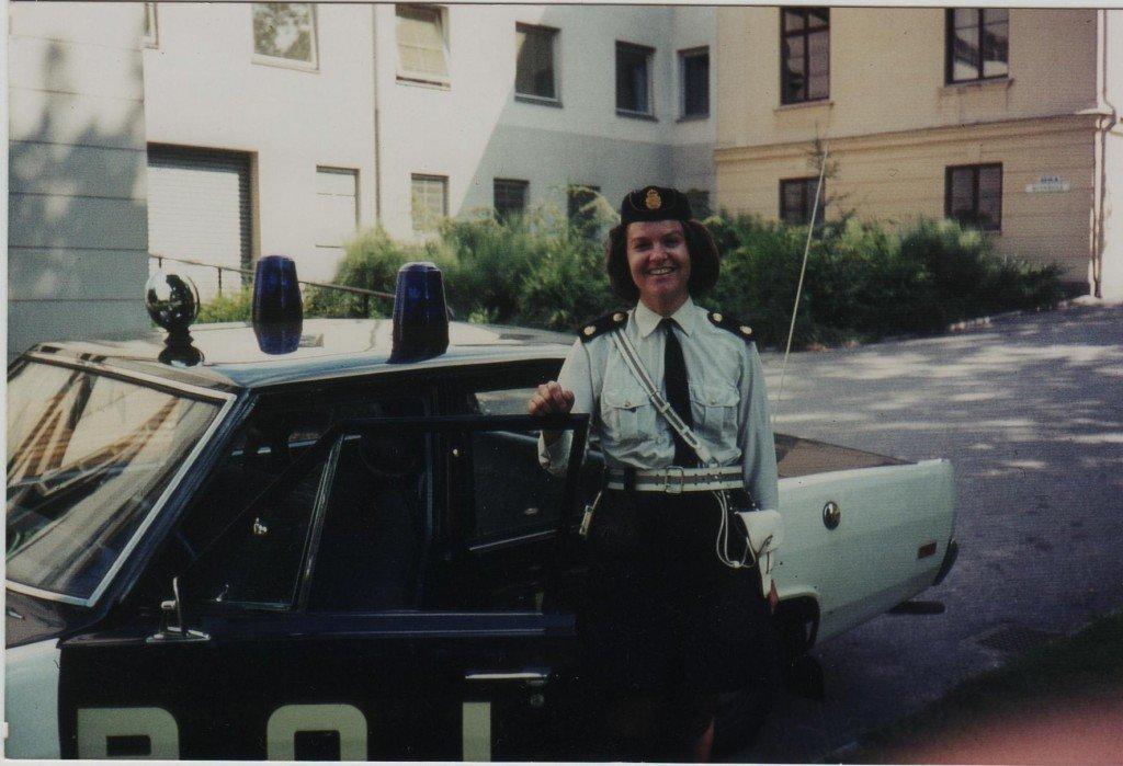 Marjatta utanför polishuset i Karlshamn